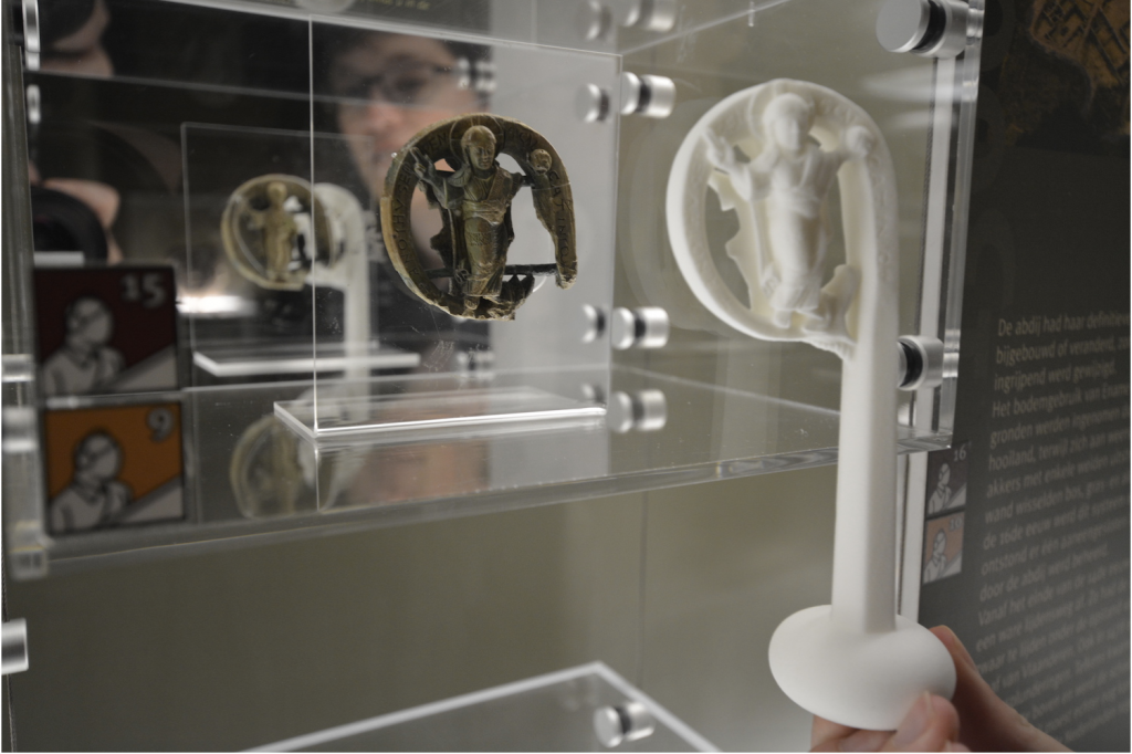 3D printed replica of the ivory crosier from Ename Museum